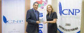 Sucasa hace entrega del Himno Nacional a La Estrella de Panamá y El Siglo.